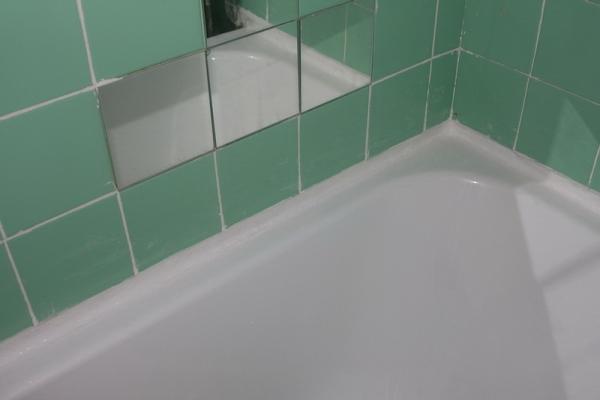 заделка щели между ванной