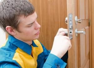 Как врезать замок в межкомнатную дверь - самая понятная инструкция