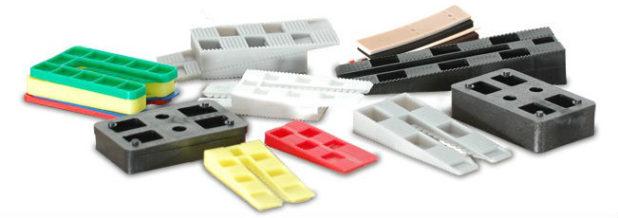 Монтажные клинья разновидности и особенности применения